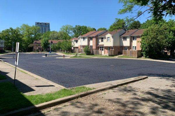 Asphalt-sealing-in-front-of-residential-houses