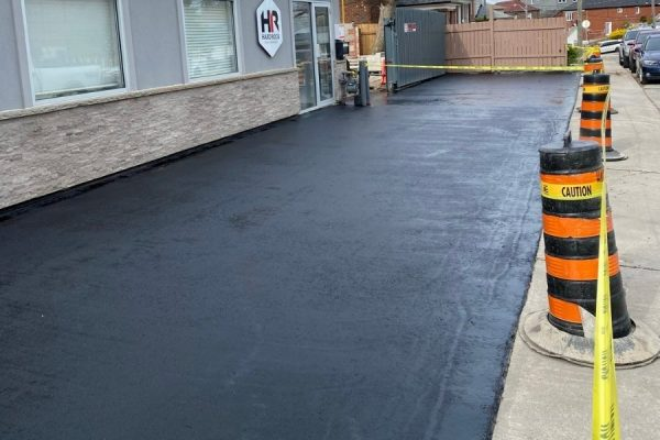 asphalt-sealing-in-front-of-an-office